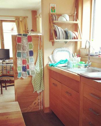 かわいいアクリルたわしで食器を洗えば、なんだかウキウキしてきてキッチン作業もぐっと楽しくなります。  キッチンはもちろん、洗面台やお風呂のお掃除でも大活躍してくれるので、ぜひ作って活用してみて下さいね!