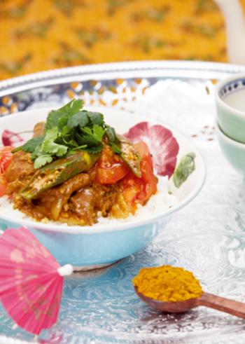 ナンプラーと香菜を加えてエスニック風に。彩りもきれいで、カフェごはんのような雰囲気で頂けますね。