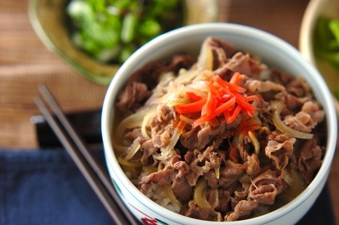 和食のイメージが強い牛丼ですが、アレンジ次第でエスニック風にもイタリアンにも変身させられます。基本を押さえつつ、色々な牛丼を楽しんでくださいね。
