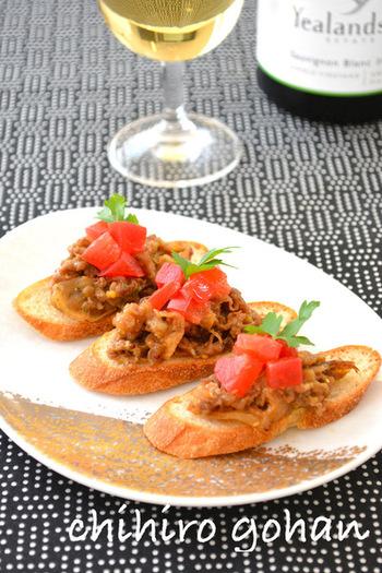 和食の牛丼が、おしゃれなイタリアンのアンティパストに。オレガノなどのハーブと粒マスタードが効いた、大人の味わいです。