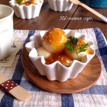 豆腐と白玉粉を合わせれば、もちもち食感の絶妙なお団子に…♪こちらのレシピは、ごま味噌だれをかけて和スイーツに仕上げています。