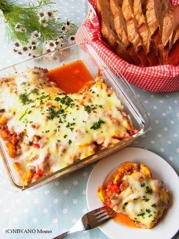 ボロネーゼのソースは冷凍庫で保存できるので、たくさん作っておいて、別のお料理に使っても◎。ほくほくのポテトとの相性も良さそうですよね。