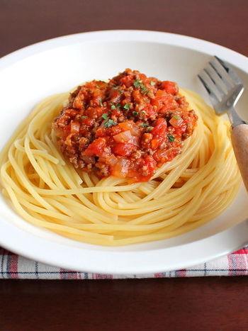 イタリアの家庭でよく作られている「ボロネーゼ」。それぞれの家庭によって、味が異なるのだそう。こちらのレシピは、隠し味にめんつゆを入れて、日本人の私たちにもフレンドリーな味付けに。
