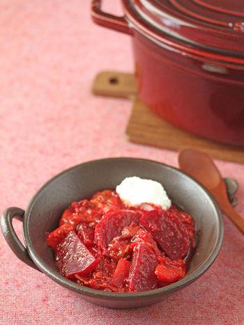 ボルシチは、なかなか家庭でいただくことのないお料理ですが、トマト缶があればとっても簡単。時には変わり種のお料理も、楽しんでみたいですよね。