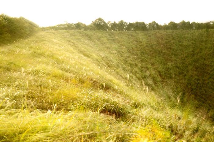 地元のジオガイドと一緒に、神鍋山噴火口を見学できるトレッキングツアーもあります(有料)。神鍋高原の話や、山野草の話、神鍋火山の話などを聞きながら気軽に散策が楽しめますよ♪