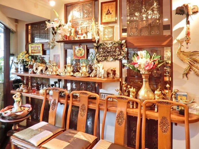六本木駅から徒歩8分の『ジャスミンタイ』。こちらのお店は、タイ国商務省の厳しい審査に合格した「タイ・セレクト」を受けており、質の高い料理とハイレベルのサービスが受けられるので、デートにもオススメです。