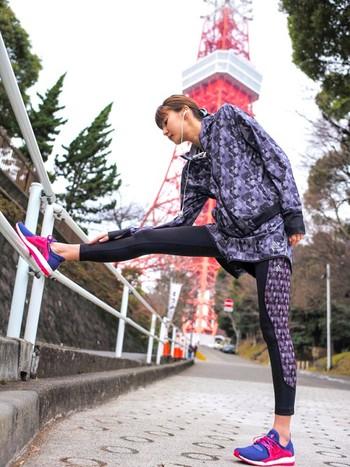 柄物を選ぶ時は派手すぎないカラーリングのものを選ぶと着やすいですよ。こちらはadidasのウェア。颯爽と走れそうですね。