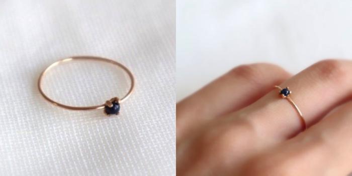 深みのあるブルーが、シックで大人っぽい印象を与えてくれるリング。   小ぶりな石と細めのワイヤーが指を細く綺麗に見せてくれます。