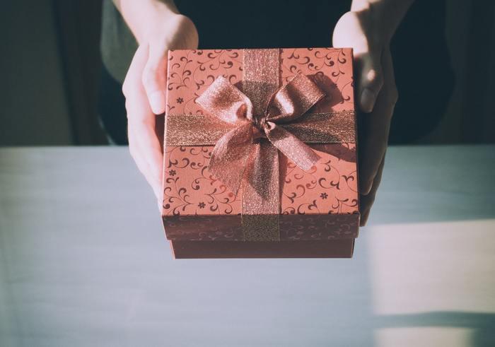 プレゼントを贈るのは誕生日やクリスマスだけではありません。 引っ越しや、出産祝い。そして大切な友人や、離れて暮らす母へ、感謝の気持ちやエールを込めて贈り物をしてみませんか?贈る相手のことを思い浮かべながら選ぶプレゼントは、相手だけでなく自分も一緒に笑顔になれる、そんな素敵な時間になるはずです。