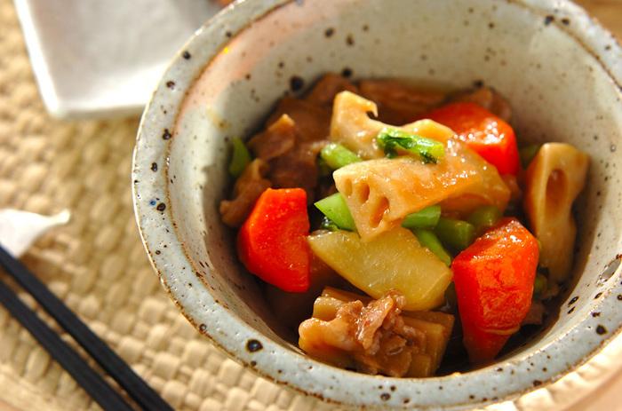 大根に豚バラ肉の旨味がたっぷりしみ込んだ、ほっこり美味しい煮物。根菜類もしっかりとれるので体にもうれしいレシピです。