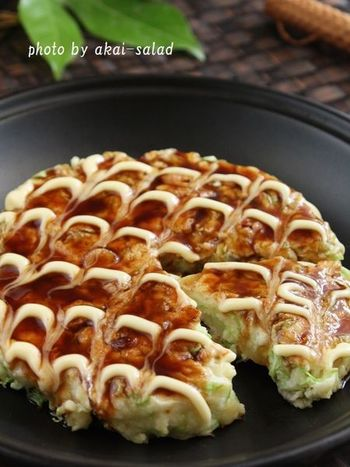 キャベツに卵、豚バラなど美容に嬉しい成分たっぷりのお好み焼き。はんぺんは、山芋や魚のすり身で出来ていますので、お好み焼きのつなぎにするとフワフワになりますよ。