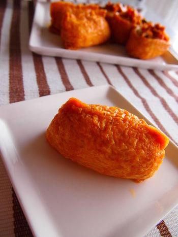 関東のおいなりさんは、俵型が主流。酢飯の具材もそれほど多くなく、シンプルな味付けです。
