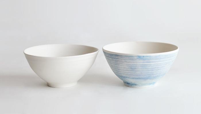 有田焼で有名な佐賀県有田町で活動している陶芸家・照井壮さんの手による飯椀の2個セット。爽やかな色の組み合わせなので、新生活のギフトなどにもおすすめです。