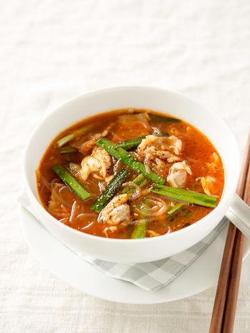 あさりの旨みと豚バラのコンビネーションが絶妙なピリ辛スープ。体も心もポカポカ、これからの季節におススメのレシピです!