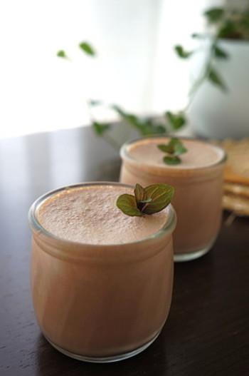 ふわふわのチョコレートムースは、牛乳を豆乳に変えることでさらにヘルシーに♪ココアパウダーがチョコレートの風味をきちんと出してくれます。  砂糖:なし(代用 甘味料) 小麦粉:なし