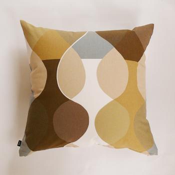 ■boras(ボラス) MALAGA(マラガ)クッションカバー(ブラウン)  美しい配色とパターンのクッションカバーは、コットン素材で初秋におすすめしたいアイテムです。綿の生地も、秋らしい配色でどこか温もりのある印象。