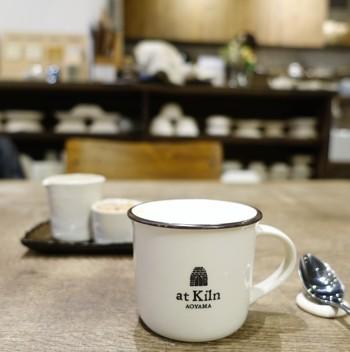カフェでは、本格的なコーヒーやカプチーノがいただけます。お気に入りの作品を探しながら、ものづくりについてゆっくり語らうのもいいかも♪