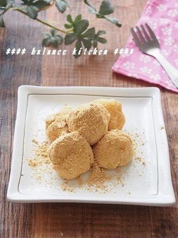 材料を混ぜ合わせ、レンジでチンするだけの簡単おから餅レシピ*とても柔らかいので、大人から子供まで安心して召し上がれます。きな粉を黒ごまにしても美味しいです。