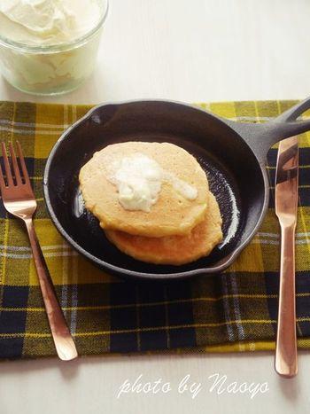 糖質オフ、グルテンフリーのヘルシーパンケーキ。ココナッツミルクはお好みで、豆乳や牛乳に変えてもOK。バターをたっぷりつけて食べるととっても美味しいです*