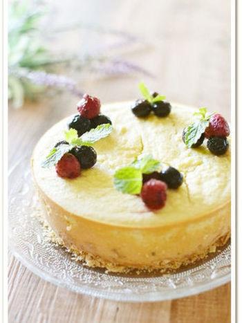 こちらは栄養満点、腹もちも良いクリームチーズケーキ*土台はクラッカーを砕いて作るので簡単です。