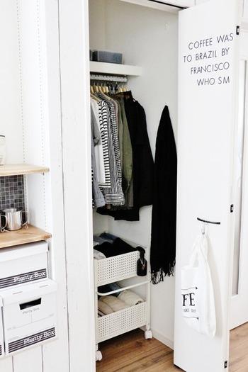衣替えのシーズンは「クローゼットの収納」を見直すのにベストタイミングです。 この時季に洋服や小物をきちんと整理しておくと、年末の大掃除の負担も軽くなります。 見た目も美しく、使い勝手の良い収納を実現したい!という方は、ぜひブロガーさん愛用の収納アイテムや、ワードローブ整理術をヒントにしてくださいね♪