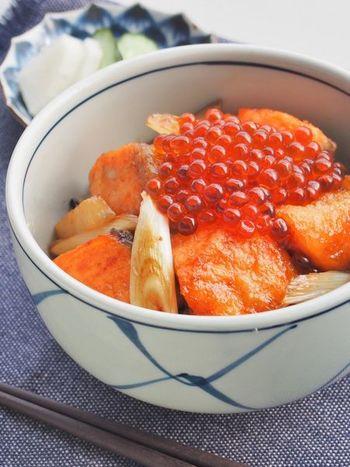 こんがり焼いた秋鮭、長ネギ、長芋に、甘辛のガーリックバターを合わせます。めんつゆを使用するので、調味料もシンプル♪食欲の秋にぴったりのレシピです。