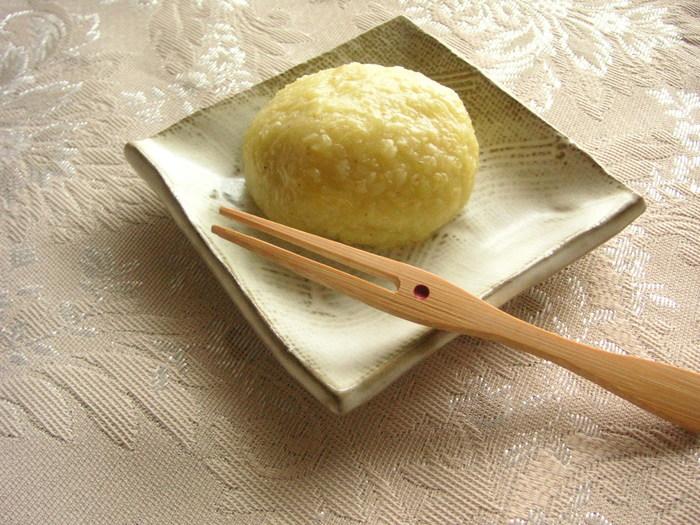 昔話の桃太郎でもおなじみ。きびだんごの材料で知られる「きび」には、食物繊維のほかに、ビタミンB群、亜鉛、銅、ナイアシンなどが多く含まれていることで注目されています。キレイな黄色も人気でお菓子作りにぴったりの一面も持っているんですよ♪