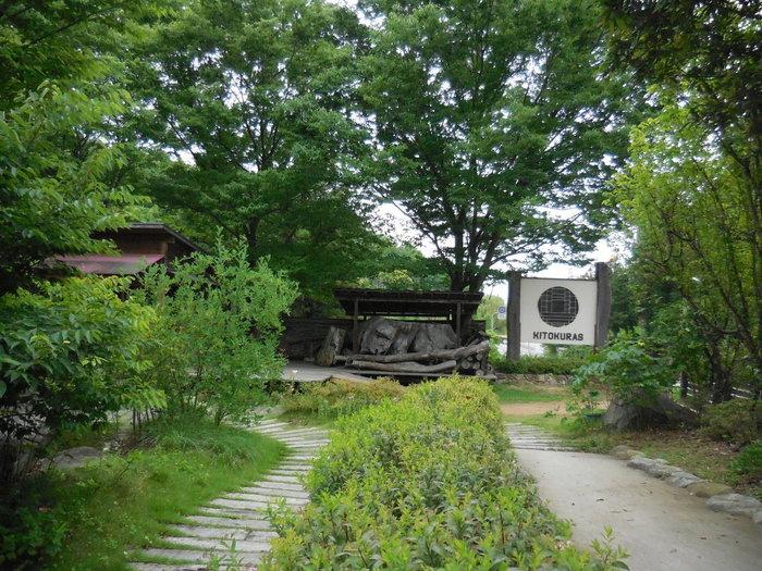 木と暮らす、「KITOKURAS」。小さな森に佇むとっておきの場所