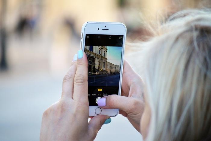 スマートフォンだって十分きれいな写真を撮ることができます。スマホは、ピントを合わせたところに明るさが合うようになっています。被写体を的確な明るさで撮るためにも、ピントを意識して合わせることが基本です。
