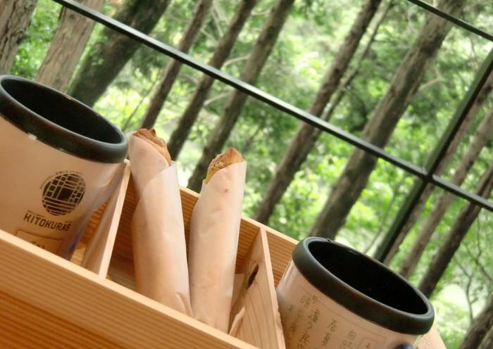 KOEDAと呼ばれるスイーツは、サクッほろ、の食感がたまりません。森林浴をしながらのおやつタイムは格別。