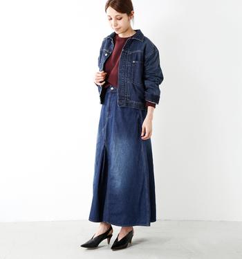 ボリューム感はありますが、丈感がコンパクトなので難しそうなロングスカートにも良く似合います。パンプスを合わせて、あえてMIX感を演出するのもいいですね。