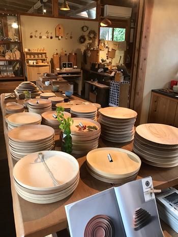 木を使用した小物や雑貨類などを扱うショップもあります。KITOKURASに来れば、木がもっと好きになりそうですね。