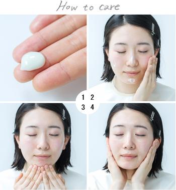 ①乳液の後、アーモンド粒(約2g)くらいを手にとる ②顔全体におく ③~④顔の中心から外側に向けて、手のひらで円を描くように約1分間やさしくマッサージ。最後は美容成分を閉じ込めるように手のひらで頬・額などを包みこむ。べたつきが気になる場合は、ティッシュペーパーで軽くおさえる