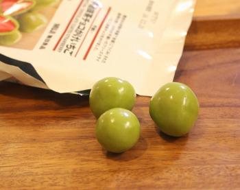 こちらは「不揃い宇治抹茶チョコがけいちご」。粒の大きさが不揃いですが、おいしさは変わりません♪抹茶シリーズは海外の方にも人気です。