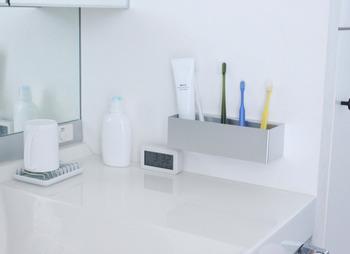 余計なパッケージを省いたシンプルなデザインなので、洗面所の小物たちと並べてみても、スッキリとまとまります。