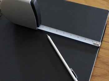 こちらは、メモリにそのまま鉛筆などで文字を書き込むことができる、その名も「書き込めるメジャー」です。
