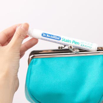 携帯に便利なペンタイプなので、化粧ポーチやカバン、オフィス机の引き出しに1本常備しておけば、いざというときアッという間にシミを消してくれます。