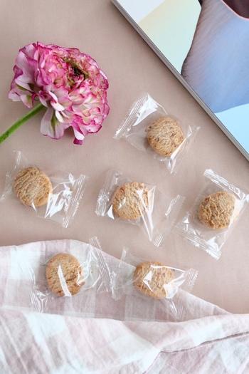 一つ一つ包装されているお菓子なら、「おひとつどうぞ」と配りやすいですね。無印良品にはそんな個包装のお菓子もたくさんありますよ!