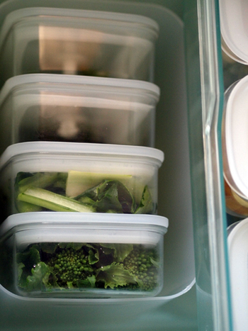 透明の容器なので、中身が一目瞭然です。下ごしらえした野菜のストックをはじめ、余ったおかずや作り置きに大活躍してくれますよ!