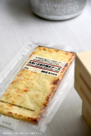 不揃いひとくち焼きチーズをカットする前の板状でパックした、こんな夢のような商品も!「大袋 大きいままの焼きチーズ」
