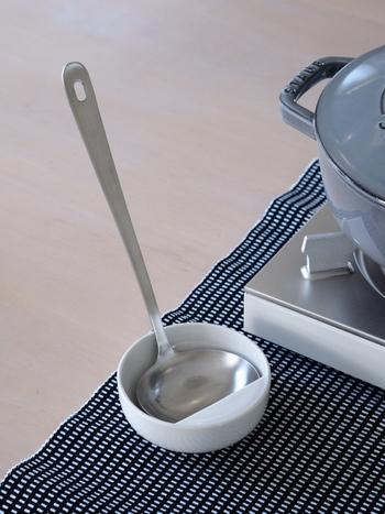 キッチンでの調理中以外にも、これからの季節食卓を囲んだ鍋パーティーの際も活躍してくれます。