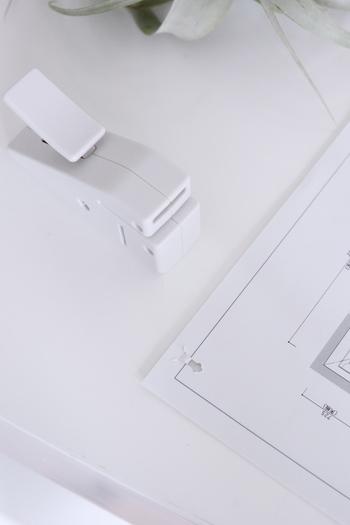 こちらのステープラーは、なんと針を使わず書類をとめることができるんです!環境に優しいところも嬉しいポイント。