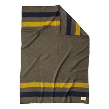 どんなインテリアとも馴染みやすいネイティブ柄が素敵なウーレンミルズのブランケット。珍しい国産ウール100%で、上質な作りとなっています。150cm × 180cmと大判なので毛布変わりにしても◎