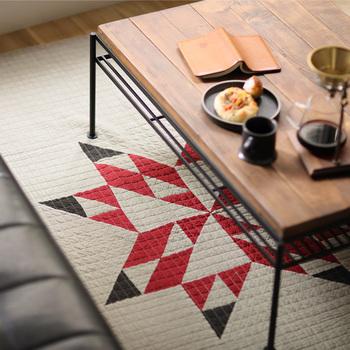 いろいろな使い方ができるマルチカバーも素敵です。ラグ代わりに床に敷いても良いですし、ソファに掛けたりベッドカバーにも◎お部屋の雰囲気を変えるだけでなく、保温性も高まりますよ。