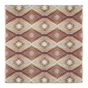 温かみのある暖色系のジャガード織りのラグです。表面にポコポコと立体感があり、足裏を優しく包んでくれそう。手洗いできるところも魅力的ですね。
