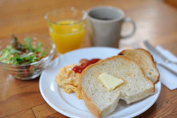 朝ごはんを充実させるには、下準備が大切です。前日の夜に、必要になるお鍋や食器類を用意しておくだけでも心に余裕ができて、簡単な調理ならできるかなと思えるようになります。気になったレシピをチェックして、明日の朝、ぜひ作ってみてくださいね♪