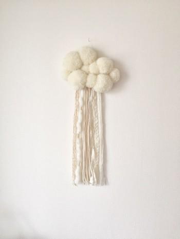 編んだり太さの違う毛糸を使ったフリンジは色味が同じでも個性が出ますね。