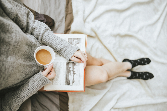 じっくりコトコト煮込んでいる間には… 読書や刺しゅう、編み物など好きなことをして待つ時間もお楽しみ。