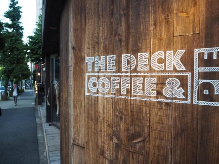 代々木公園・明治神宮界隈から少し走った場所にあるカフェをもう一つご紹介します。こちらは原宿から新宿・千駄ヶ谷方面に向かって徒歩約8分の距離にある『Free Peddler Market/THE DECK COFFEE & PIE(フリーペドラーマーケット/ザ デック コーヒー&パイ)』。
