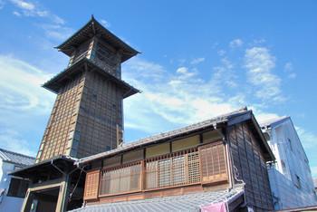現在の鐘は、明治26年に建てられた4代目。今でも午前6時・正午・午後3時・午後6時の4回、時を告げる鐘の音を聞くことができます。かつて江戸時代の人も聞いたかもしれない、小江戸の情緒を味わってみて。